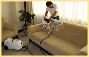 Чистка дивана пеной и пылесосом