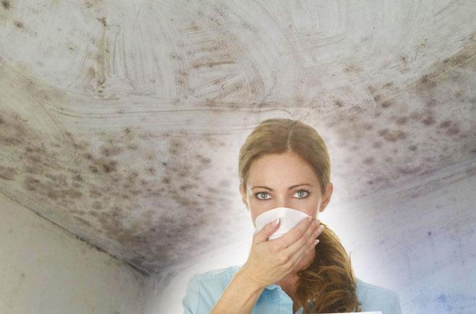 Аллргия у девушки и плесень на стенах