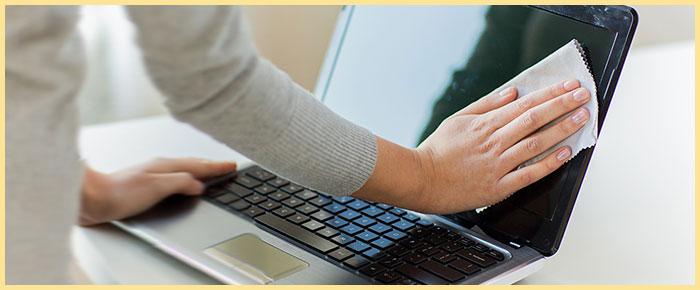Протирание ноутбука салфеткой