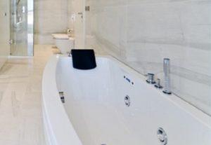 Как отбелить, очистить чугунную ванну в домашних условиях