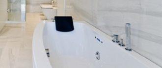 Акриловая ванна идеально белая