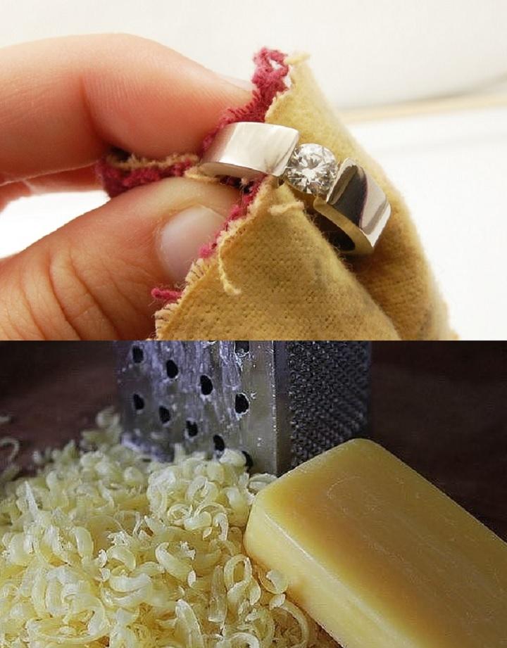 Золото чистится тертым мылом