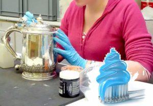 Серебряный чайник чистим зубной пастой