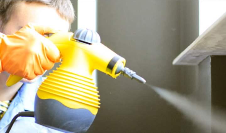 Желтый бутыль с химией