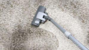 Убрать порошок с ковра пылесосом