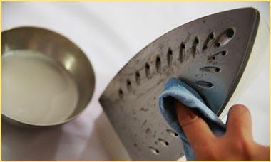 Очищение подошвы утюга