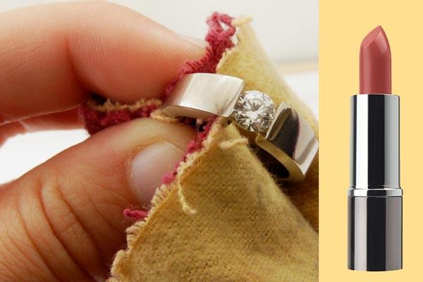 Протирка золотого кольца с помадой