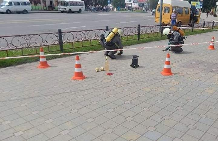 Ртуть разлили на тротуар