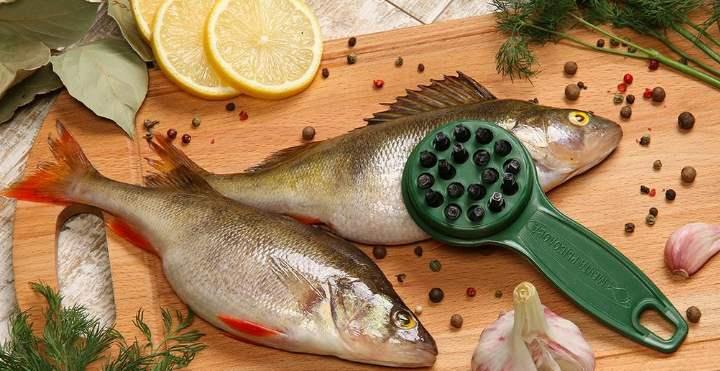 чистить рыбу можно с помощью самой обыкновенной терки