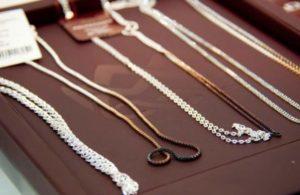 Почему чернеет цепочка и крестик из серебра