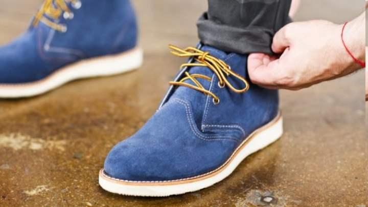 Убираем белые пятна на замшевой обуви