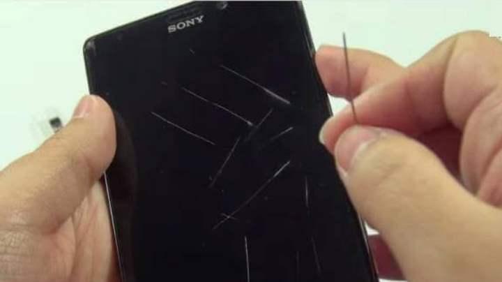 Как удалить царапины с экрана телефона