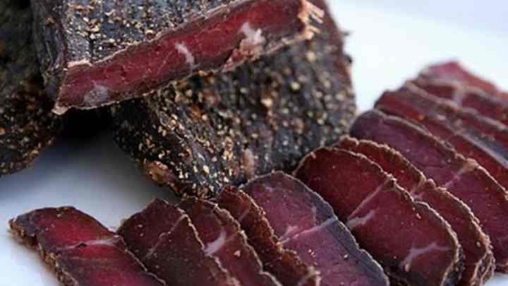 Вяленое мясо славится в основном тем, что может пролежать долгий срок и без холодильника
