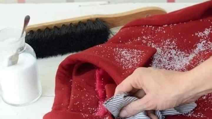 чтобы проклеенные детали на изделии не отвалились, при влажной чистке рекомендуется избегать их обработки