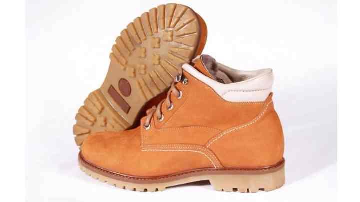 После первичной обработки необходимо тщательно просушить обувь