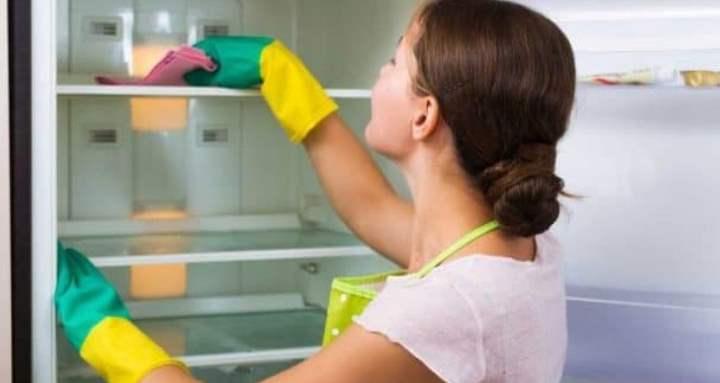 как правильно помыть холодильник изнутри