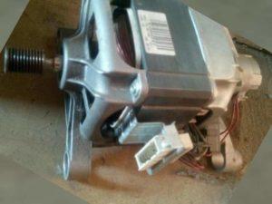 Скорее всего полетело реле реверса электродвигателя