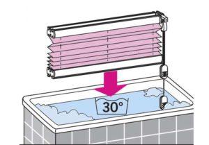 наполните таз тёплой водой, температура не должна превышать 40 градусов