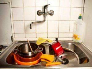 - стеклянную посуду моют в теплой воде мыльным раствором;