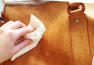 - если имеется тиснение нельзя использовать холодную воду и жёсткие щётки;