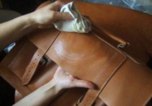 - чем светлее изделие, тем чаще его необходимо чистить;