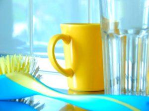 - изделия, покрытые эмалью, нельзя тереть жёсткими губками, которые повреждают покрытие;