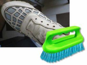 Хорошим способом очистить кожаные кроссовки от загрязнений являются обыкновенные домашние средства