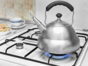 Необычный способ очищения чайника - огуречный рассол