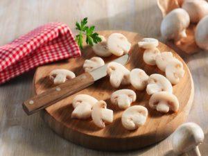 Провести сортировку грибов на мелкие и крупные