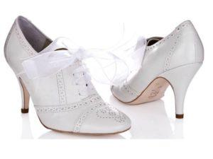 Белую обувь нужно хранить отдельно от цветной и темной