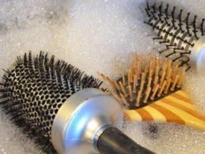 удаляйте волосы с расчёски после каждого расчёсывания;