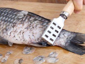 Как быстро чистить и разделывать мороженную рыбу
