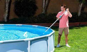 Как почистить стенки бассейна от грязи, не сливая воду