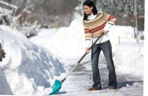 Как правильно нужно чистить снег на даче