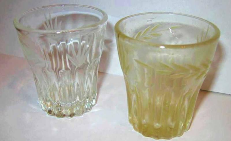 желтый стакан