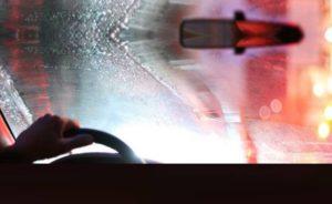 Как до блеска почистить лобовое стекло автомобиля
