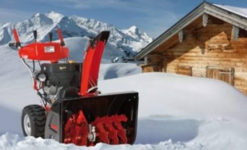 снегоуборочный комбайн в деревне
